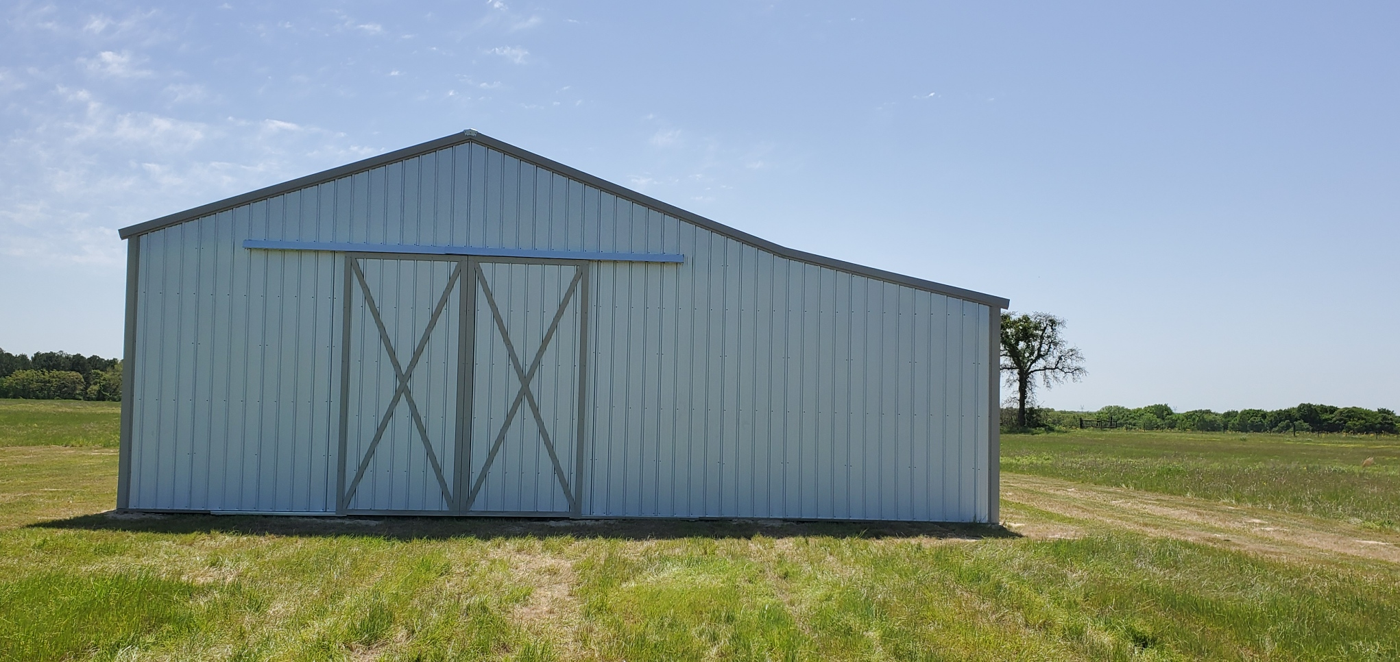 10 x 10 Enclosure in lean to w/8 x 8 Roll up pole barn