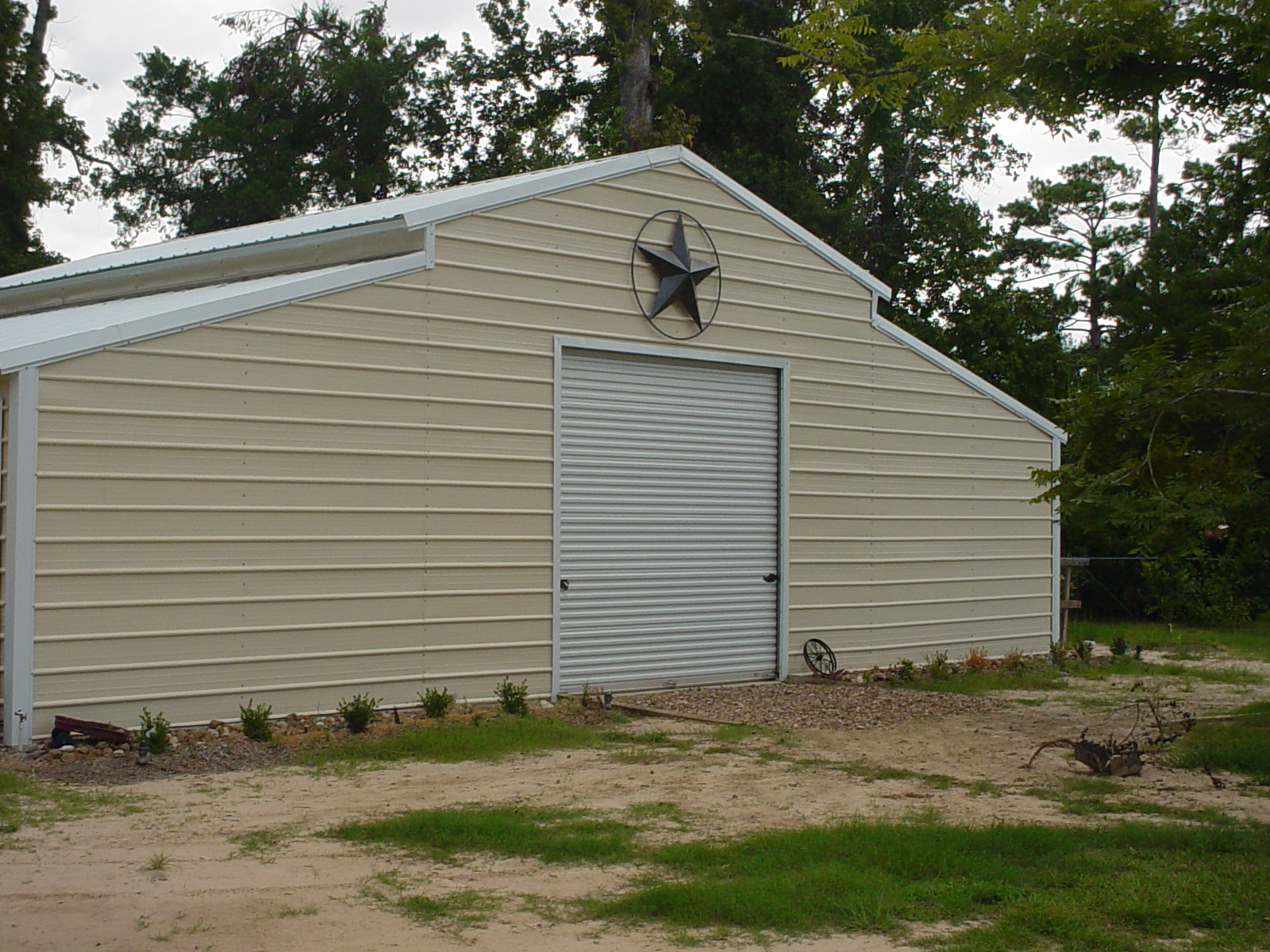 texas-barn-with-small-gap-panel